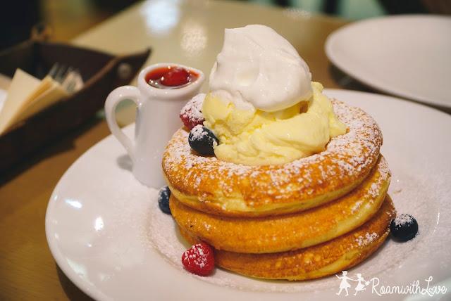 Japan, cafe, kyushu, รีวิว,review,fukuoka,huis ten bosch,nagasaki,kumamoto, beppu, yufuin, ฟุกูโอกะ, นางาซากิ, คุมาโมโต้, เบปปุ, ยูฟุอิน, คาเฟ่, ของหวาน,เค้ก, กาแฟ, ร้านนั่งชิว,เท็นจิน,cafe biblioteque
