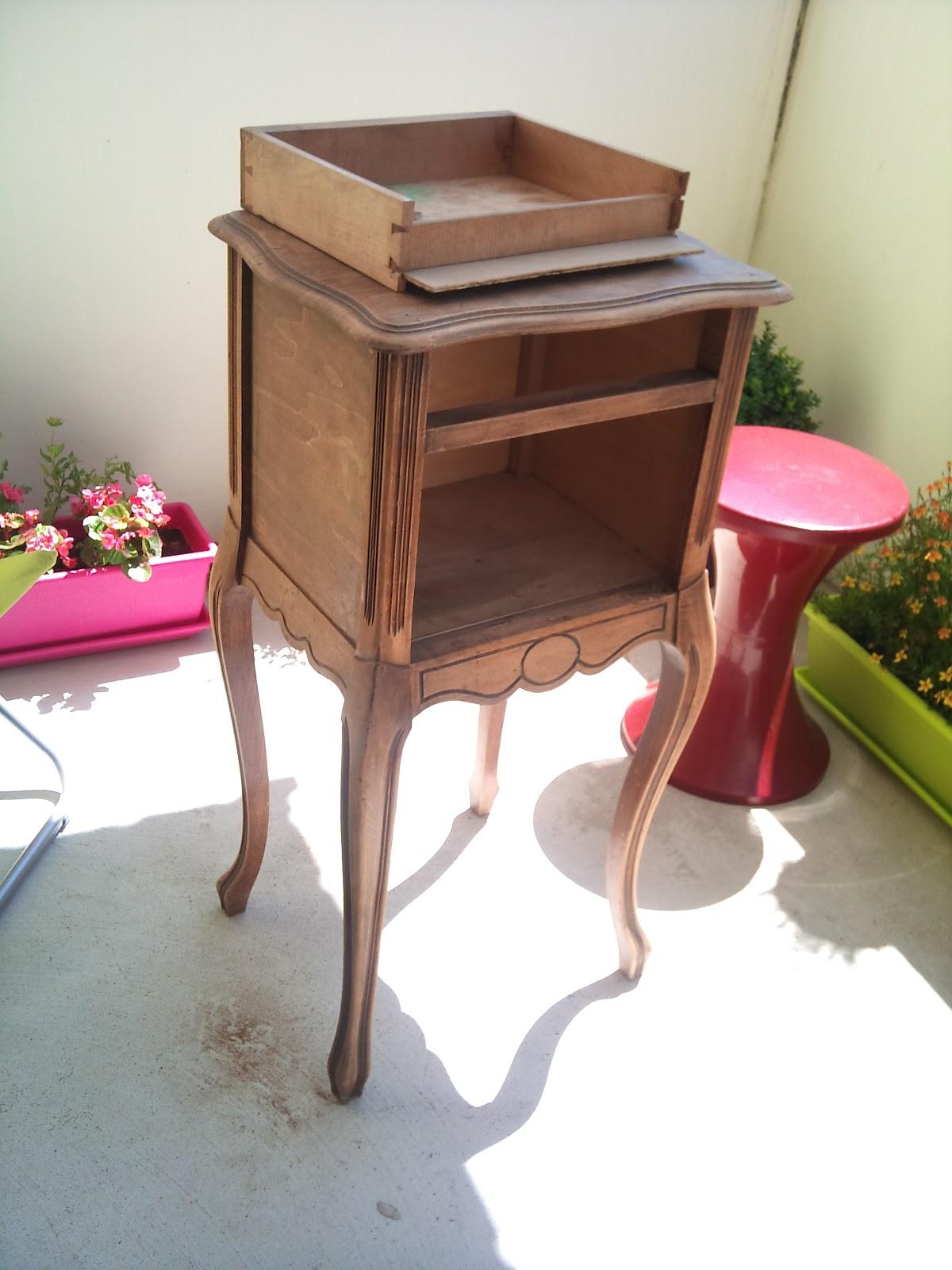 une seconde vie pour mon petit meuble en bois le monde de elle 39 g. Black Bedroom Furniture Sets. Home Design Ideas