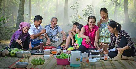 Nằm mơ thấy mình ăn cơm ở nhà cùng gia đình - Win2888vn