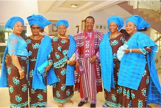 King-Sunny-Ade-poses-with-his-wives