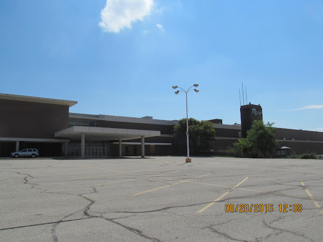 Metcalf Auto Plaza >> Trip to the Mall: Metcalf South 8/16 Update- Overland Park ...