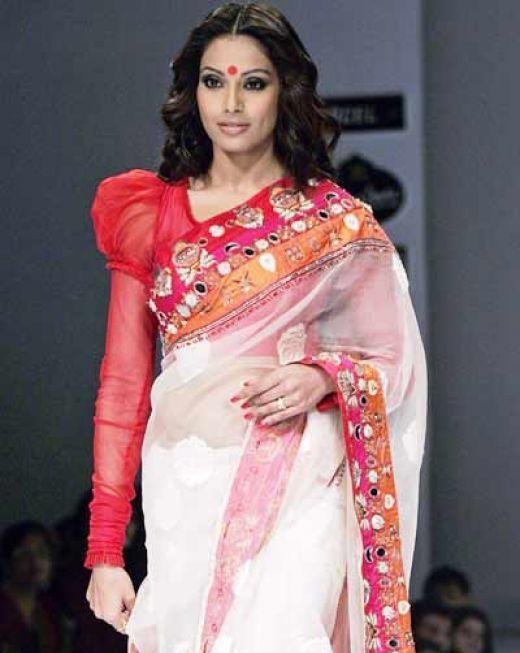 Bengali style of wearing saree
