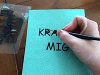 Rensningskroken är särskilt användbar till små vinylrester som ska rensas.