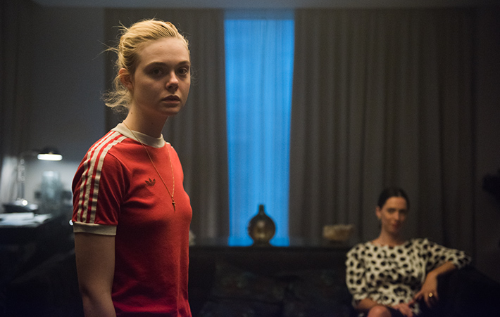 Filme Espírito Jovem: Elle Fanning vive conto de fadas contemporâneo, regado a neon e música pop | Cinema