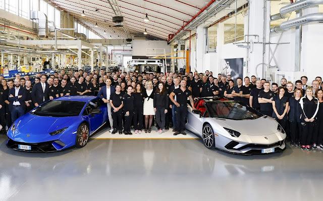 Lamborghini comemora recordes de Aventador e Huracán