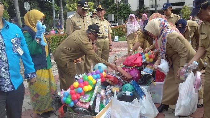 ASN Pemkot Depok Sumbang Ribuan Mainan Anak-Anak