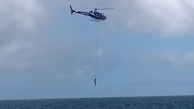 Corpo de Bombeiros salva homem que estava se afogando na Praia da Paciência