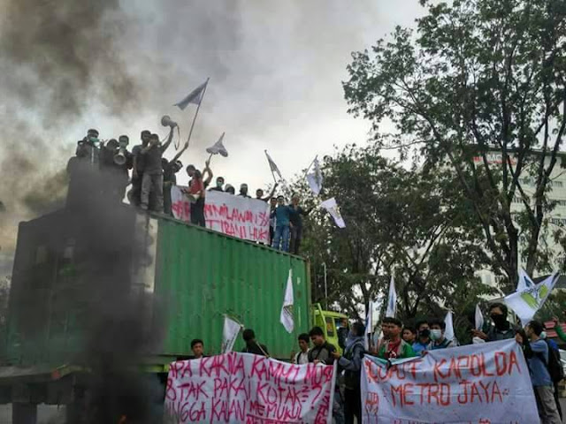 "Ribuan Mahasiswa Hari Ini di Lima Puluh Daerah Unjuk Rasa ""Copot Kapolres Jakpus!"""