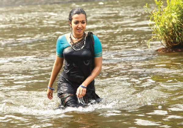 catherine tresa in kadamban movie working stills