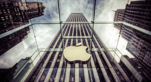Apple Invites Amazon's Rival to Do Business