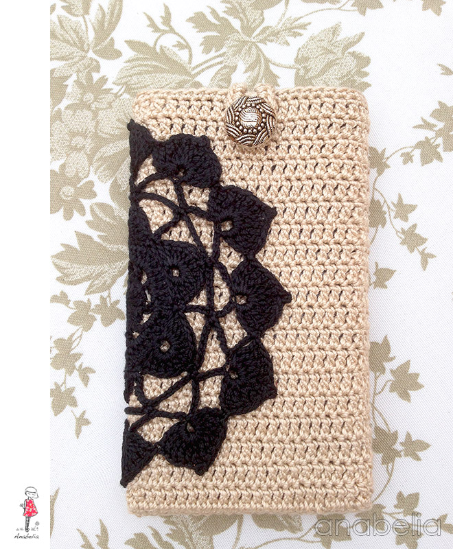 Black / beige crochet smart phone cover by Anabelia