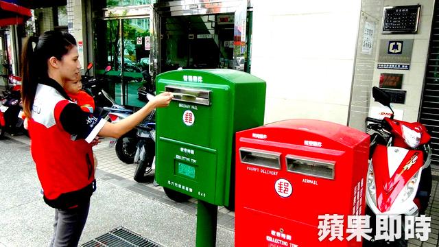 雲林斗六後火車站《鎮北郵局•戀愛郵筒》一高一低相依偎,恰似戀人成雙對