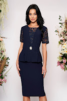 Rochie albastru-inchis midi de ocazie tip creion din stofa si dantela cu maneci scurte
