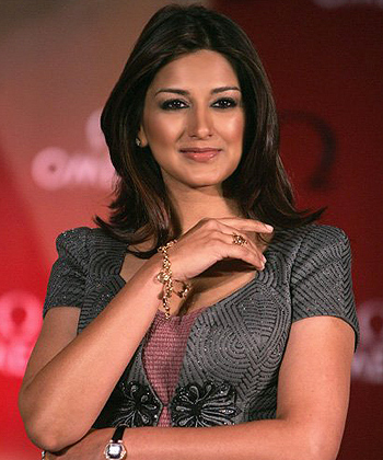 Beautiful Sonali Bendre HD Wallpaper