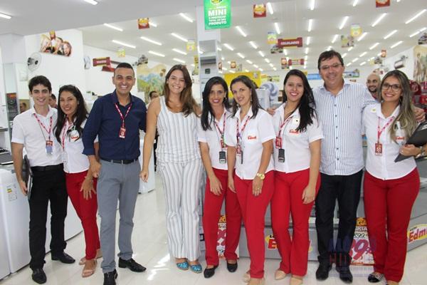 Diretor comercial das Lojas Edmil, Adaoney Pereira Valias e equipe - Fotos: Alô Alô Cidade