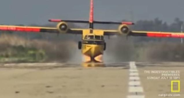 ΠΑΣΑ ΜΟΥ ?? ΤΟΣΟ ΑΧΡΗΣΤΟΙ ΚΑΙ ΡΕΝΤΙΚΟΛΑ ΕΙΝΑΙ… ! Τούρκος πιλότος προσγειώνει καναντέρ χωρίς να κατεβάσει τις ρόδες [ΒΙΝΤΕΟ]