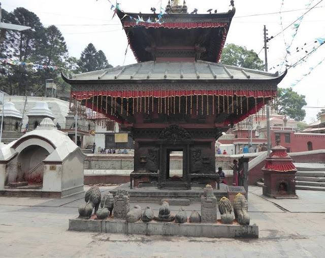 tempio nella zona di Pashupatinath
