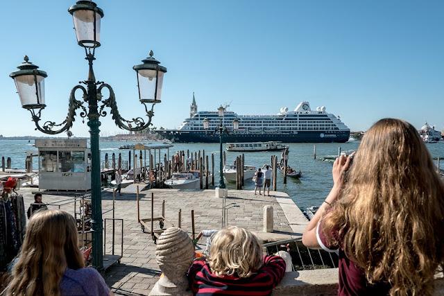 Turistas em Veneza na Itália