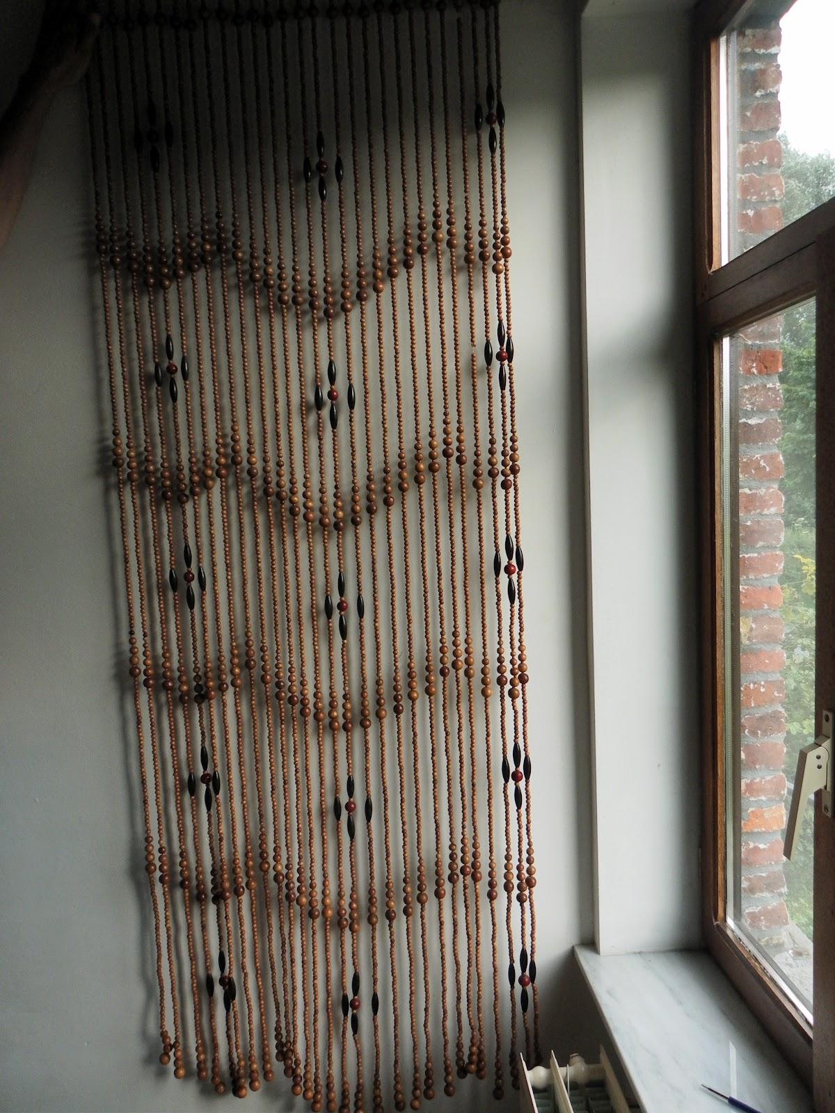 lucie la chineuse beau rideau de porte de perles en bois. Black Bedroom Furniture Sets. Home Design Ideas