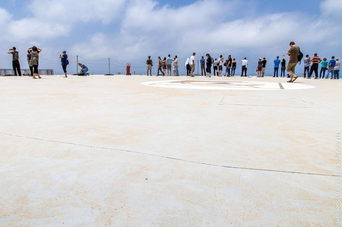 Azrieli Tower Helicopter Landing Strip | TLVSpot.com - Tel Aviv Photo Tour