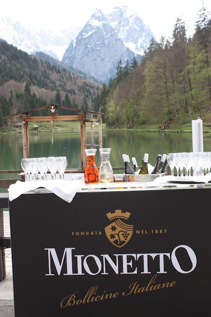 Mionetto-Bar, Hochzeit in Pastell, zauberhaft heiraten mit zarten Farben, Riessersee Hotel Garmisch-Partenkirchen, Hochzeitslocation am See in den Bergen, Maihochzeit 2017