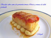 Bacalao sobre parmentier de patata, tomate, ibérico y mousse de alioli gratinado