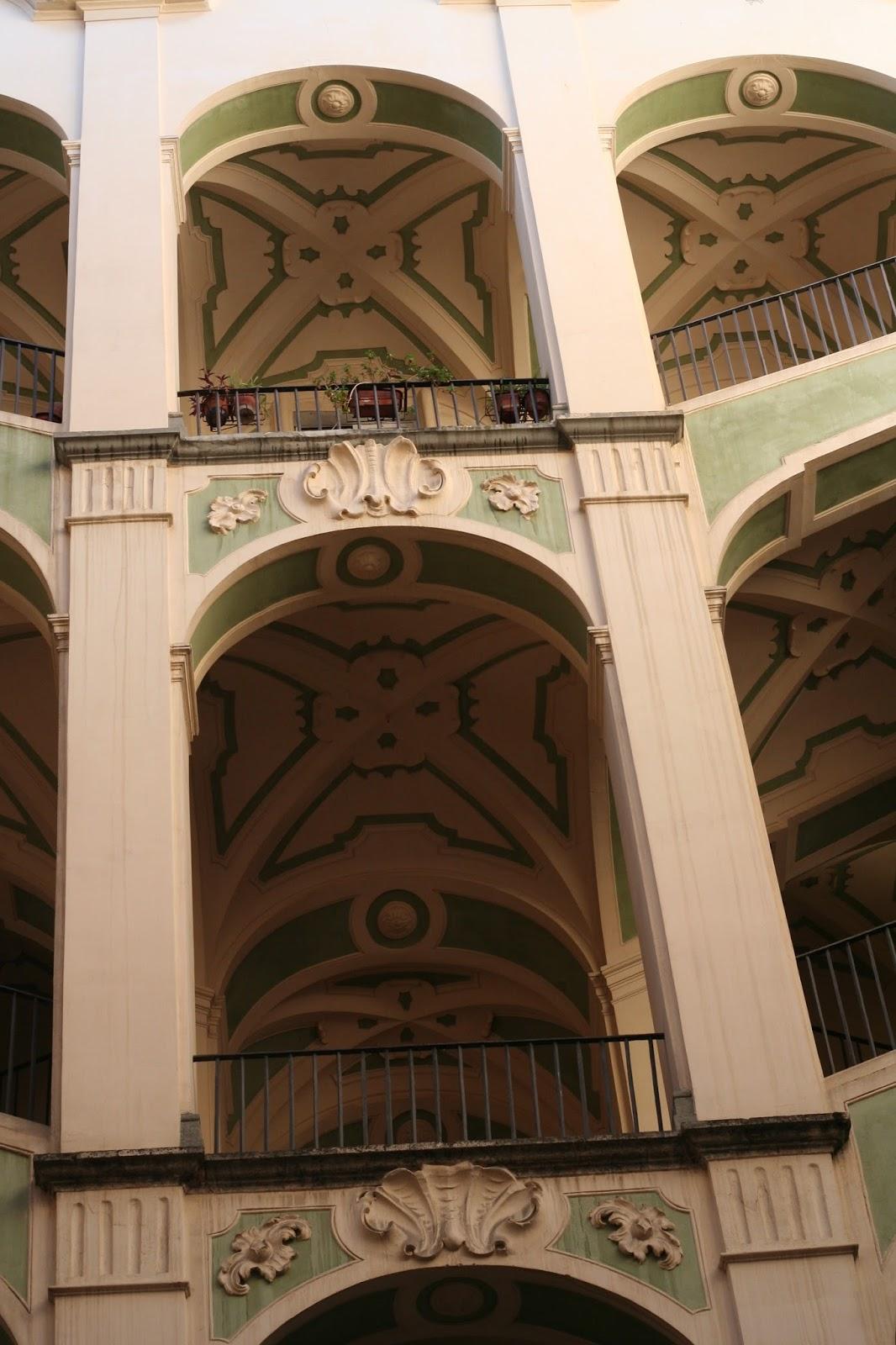 Napolisole il palazzo dello spagnuolo for Palazzo in stile spagnolo