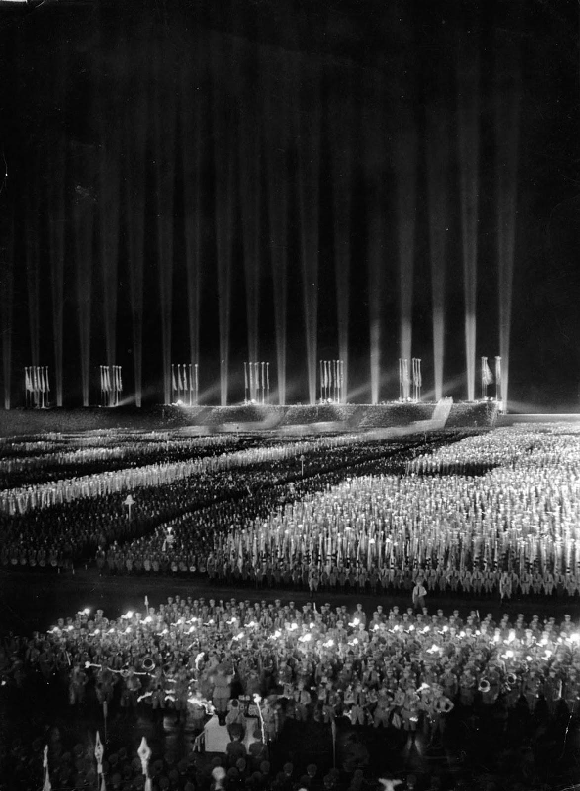 The cathedral of light was documented in the Nazi Propaganda film Festliches Nürnberg, released in 1937.