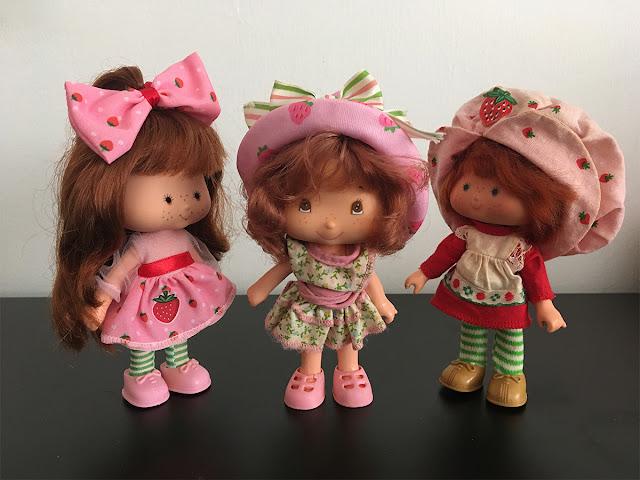 bonecas moranguinho de 3 tipos juntas