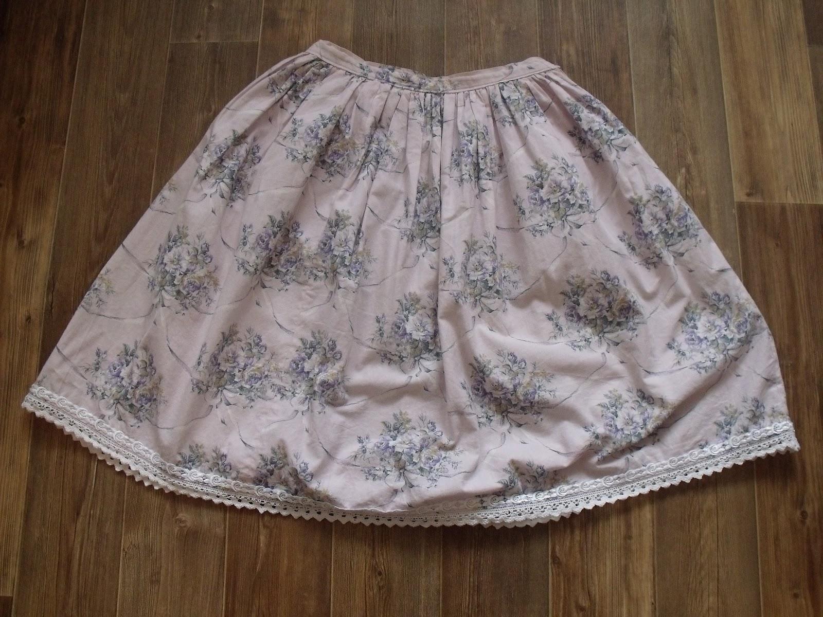 5f9d921ab3a Kafíčko od Pet-chan- Druhá nejoblíbenější sukně. Kupovala jsem ji ještě  jako těžce závislá na kofeinu (nyní je čajová odvykačka-od čerta k ďáblu   XD). Hnědá ...