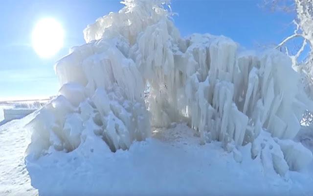 Απίστευτες εικόνες με παγωμένο δέντρο στους -25 βαθμούς (βίντεο)