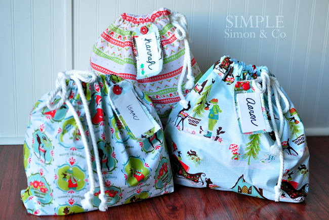 A Handmade Christmas: Reusable Christmas Bags - Simple Simon and Company