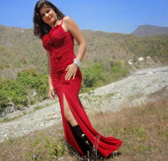 Bhojpuri-Actress-In-Red-Dress