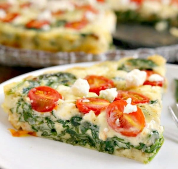 LOW CARB SPINACH, TOMATO AND FETA CRUSTLESS QUICHE #lowcarb #healthydiet