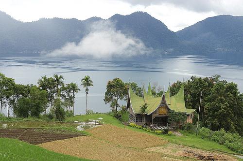 Keindahan Danau Maninjau Sumatera Barat