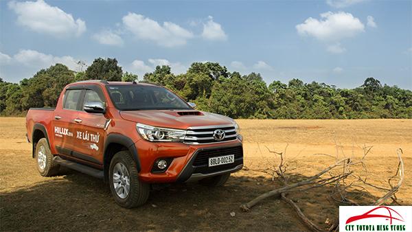 Giá xe, thông số kỹ thuật và đánh giá chi tiết bán tải Toyota Hilux 2018 nhập khẩu - ảnh 2