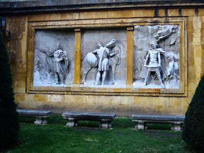 Don Pelayo, Favila y Alfonso I, en el Jardín de los Reyes Caudillos de la Catedral de Oviedo