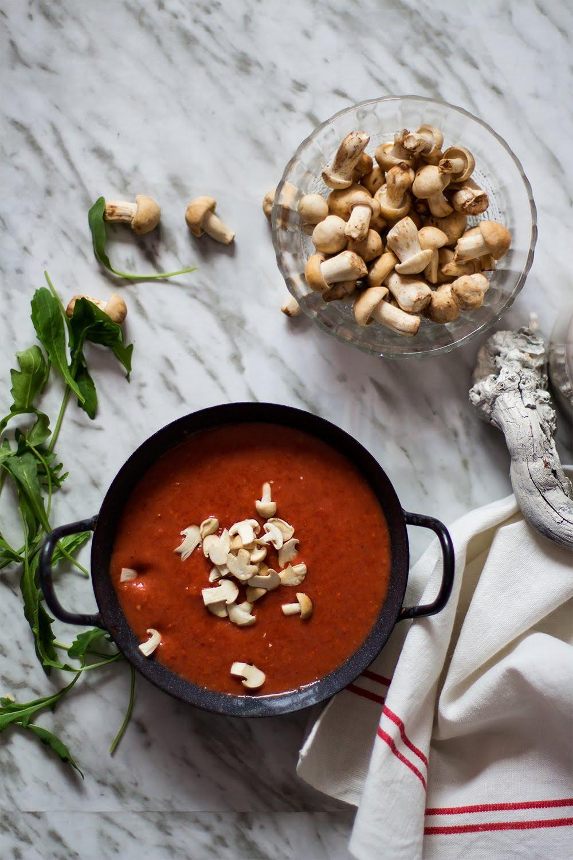 Sopa fría de tomate y perrichicos