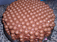 Tarta decorada con Maltesers