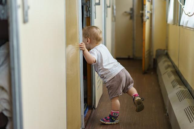 как развлечь ребенка в поезде