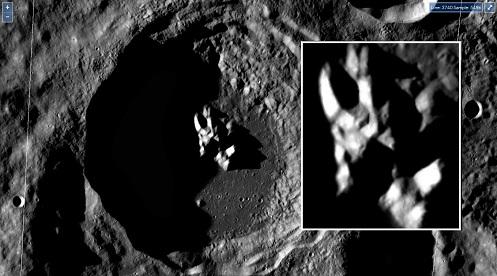 Luna, tra il cratere di Von Karman e i crateri di Davvison.