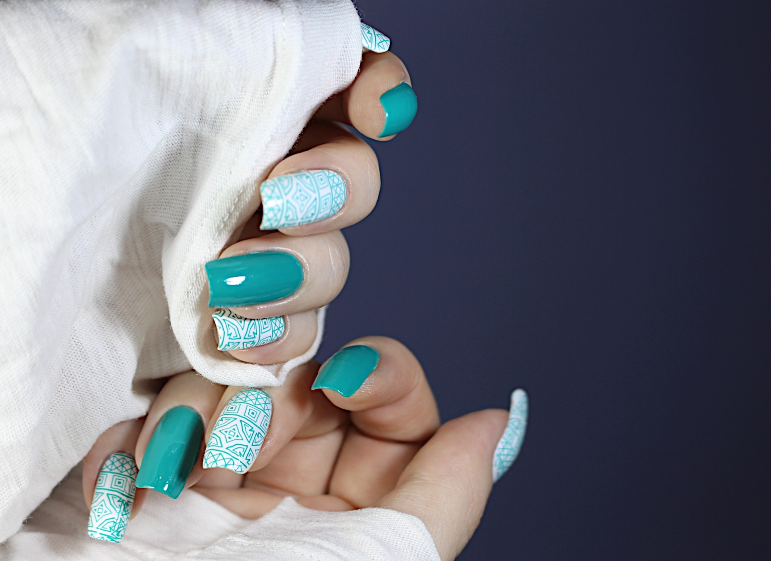 Arabian night  inspired nail manicure by blogger Liz Breygel