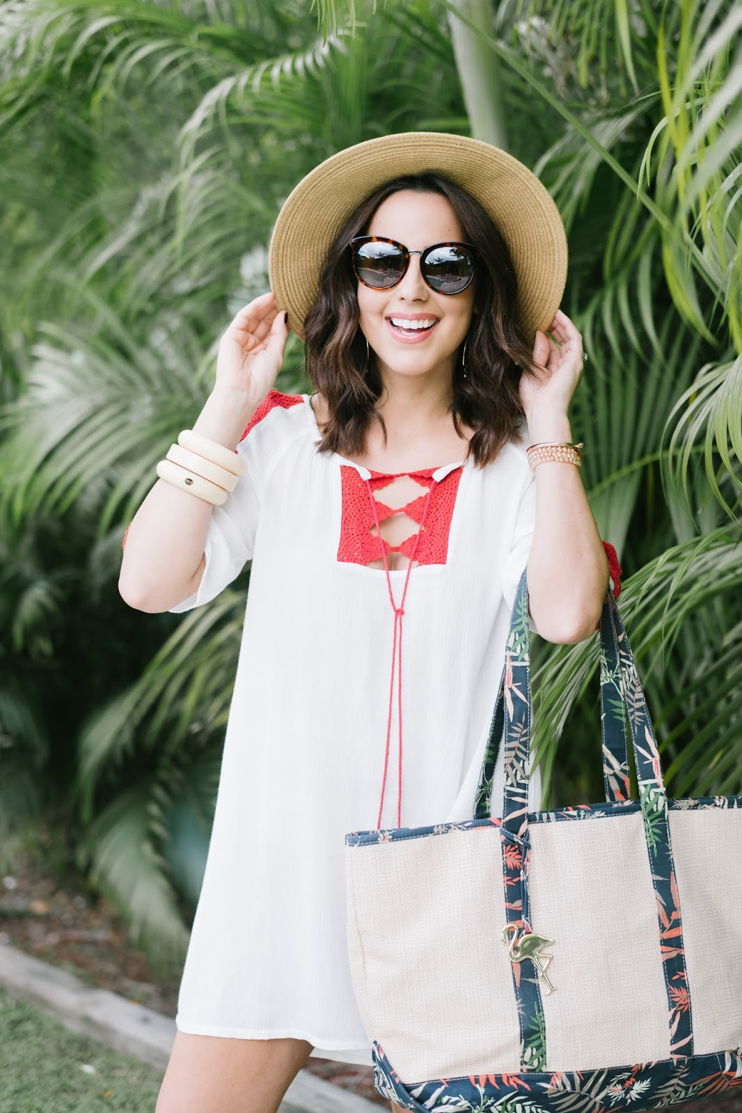 Fashion Blogger Kelly Saks wears beach chic attire