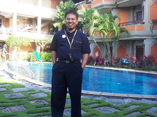 RELAX. Staying in the hotel is very cool, and wonderful things especially they are free of charge. My friend took this photo for me, and I cannot remember the name of the hotel where I was standing.One thing to be sure of the hotel was in Bali for sure. Do you recognize this hotel? Do tell me