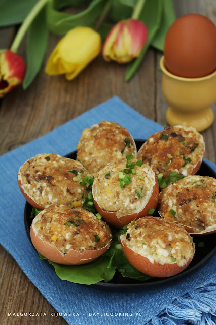 wielkanocne jajka, jajka nadziewane rybą, jajka faszerowane, farsz z wędzoną rybą, jajka smażone w maśle, jak zrobić faszerowane jajka, najlepszy sprawdzony przepis na jajka, daylicooking