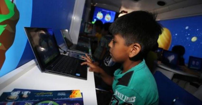 Alrededor de 25 mil escolares de Junín aprenden en bus digital