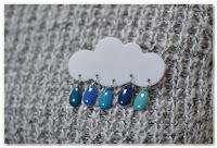 broche nuage et gouttes bleu foncé