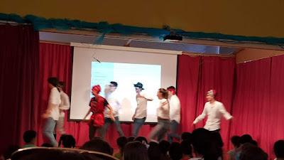 Rematou o espectáculo cun divertido baile no que todos participamos.