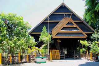 Rumah Tradisional Suku Bugis Makassar