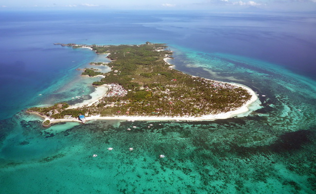 Xvvlor.com Malapascua Island is perfect place to watch Thresher sharks and Manta rays